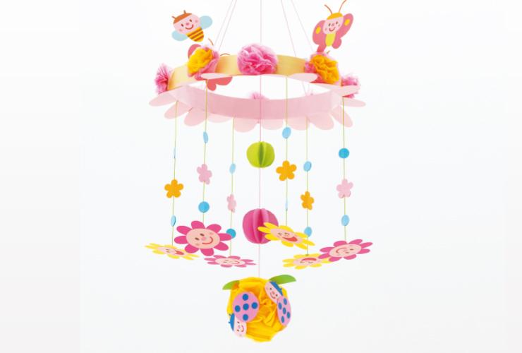 ふんわりやさしい色合いで「スマイルフラワーの吊るし飾り」
